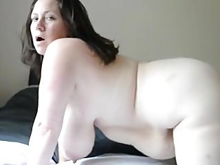 Hot Mature Brunette mit natürlichen Saggy Titten